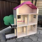 Домик с балконами